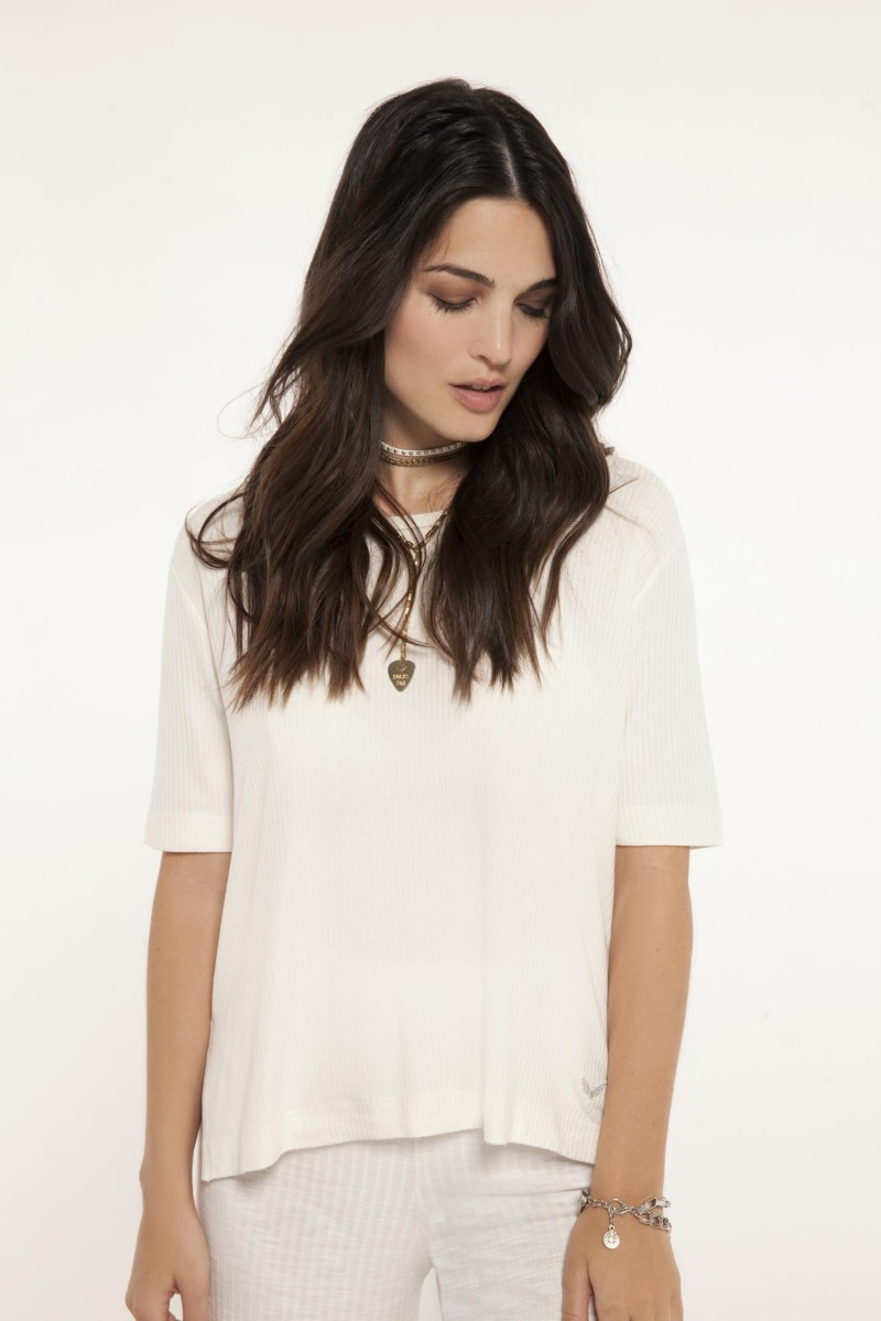 Remera Lucy Morley
