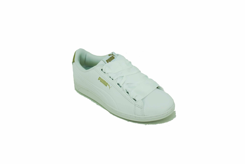 zapatillas puma blancas y doradas