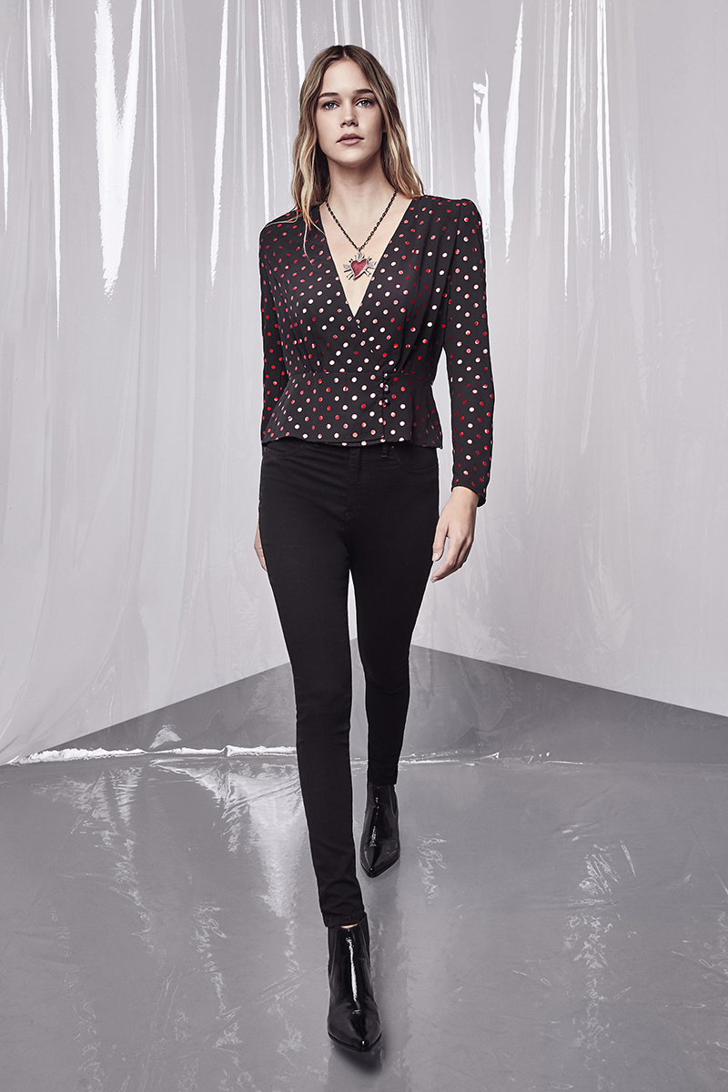 Blusa Red Dots. Jegging Super High Black. Collar Passions. Bota Zac.