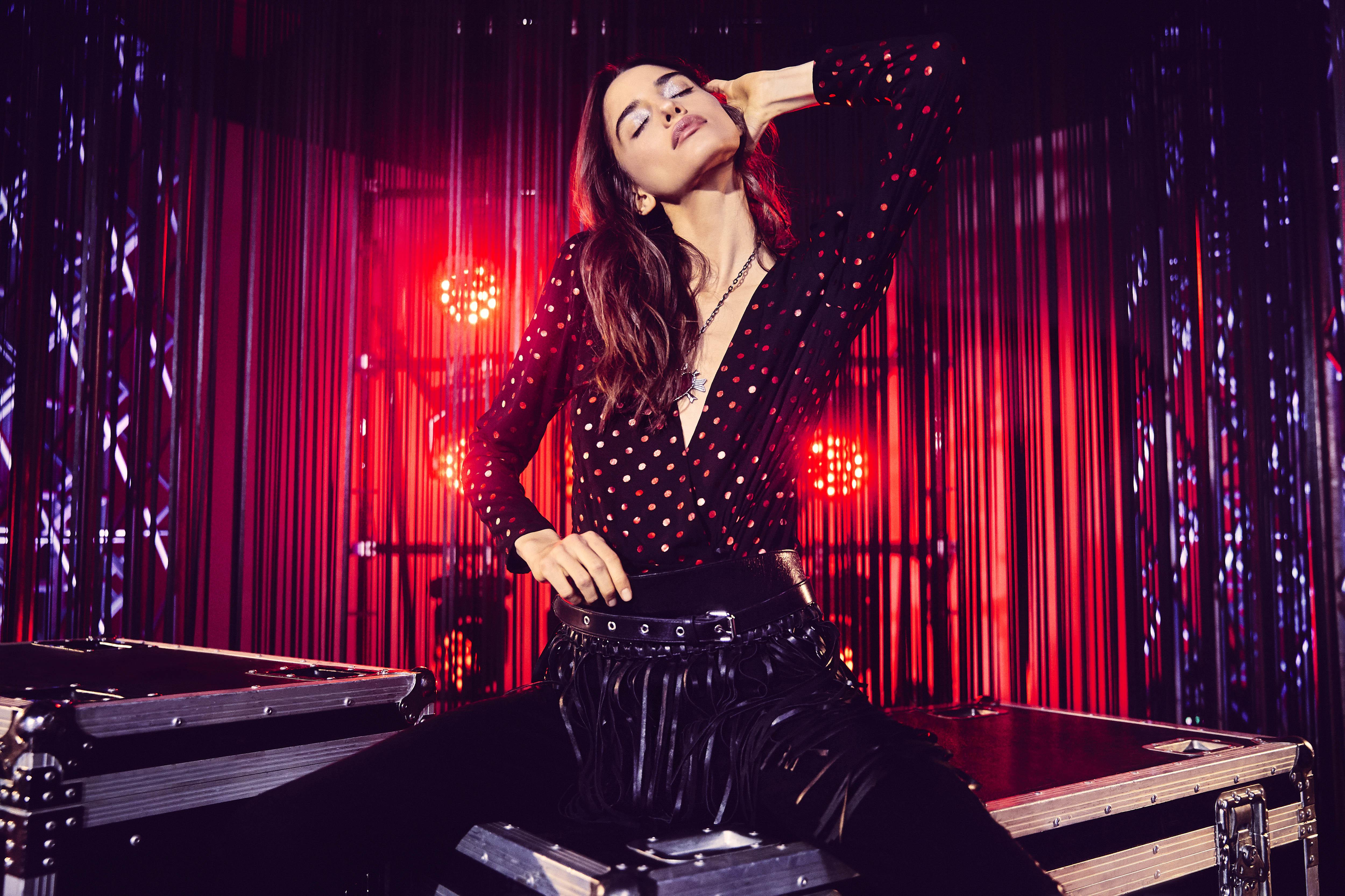 Estampados vibrantes, lurex y encajes encuentran un atractivo moderno y sofisticado - El statement rockstar.