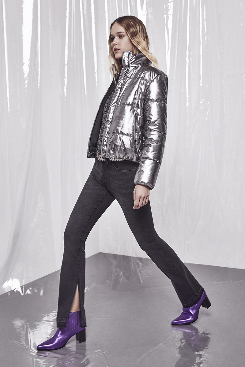 Campera Irene Shinny. Jeans Rachel Black. Bota Zac. Cinto Power.